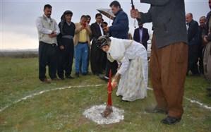 نوزدهمین کلنگ مدرسه خیرساز شهرستان دیواندره در روستای مران سفلی زمین زده شد