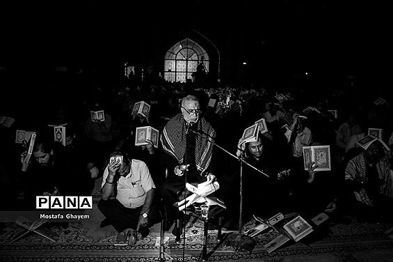 مراسم احیا شب نوزدهم ماه مبارک رمضان در مصلای آبادان