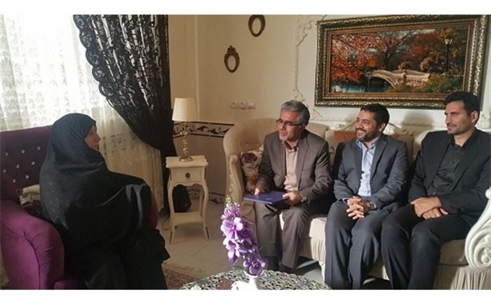 تجلیل از خانواده های شهیدو رزمنده فرهنگی