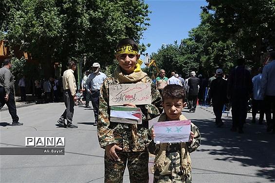 راهپیمایی مردم همدان در آخرین جمعه ماه رمضان