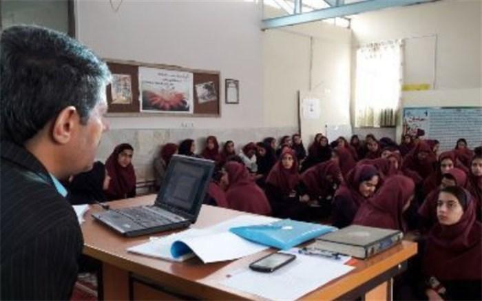 طرح ارتقاء آگاهی دانش آموزان دختر با جایگاه نقش و عملکرد نهادهای مدنی در الیگودرز برگزار شد