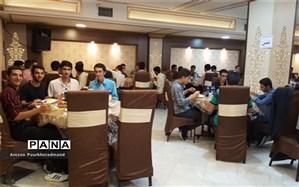 ضیافت افطاری ویژه دانش آموزان برگزیده دبیرستان شهید صدوقی دوره دوم