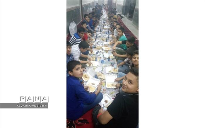 مراسم افطاری از برگزیدگان قرانی مقطع ابتدایی در شهرستان امیدیه