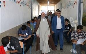 بازدید نماینده ولی فقیه در گیلان از دو حوزه امتحانی دانش آموزی در رشت