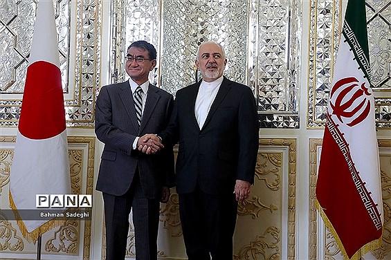 ظریف در توضیح ملاقتهای آبه: دلیل اصلی تنش تحمیل جنگ اقتصادی به مردم ایران است
