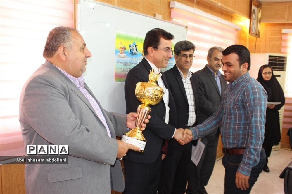 تجلیل از برگزیدگان مسابقات علمی تخصصی  و روش های برتر تدریس معلمان بوشهر-2