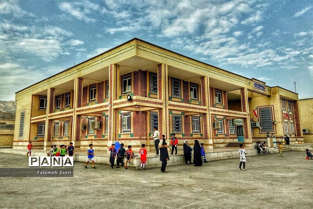 لامرد پیشتاز در نوسازی و بازسازی مدارس