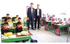 مهرورزان موسسه خیریه مهر ماندگار گل لبخند را بر لبان دانشآموزان نشاندند