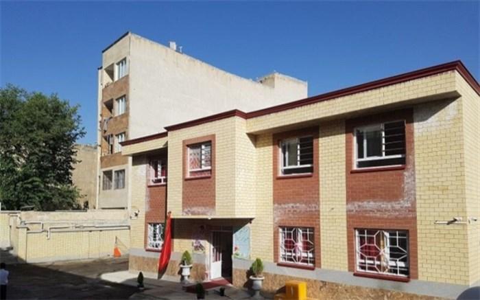 بانوی فرهنگی بازنشسته  منزل مسکونی خود در کرج  را به آموزش و پرورش اهدا کرد