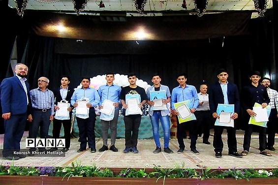 تقدیر از دانشآموزان و فرهنگیان ممتاز مسابقات در شهرستان کازرون
