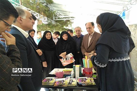 بازدید فرماندارشهرستان ملارد ازنمایشگاه طرحهای بهداشت و اجتماعی
