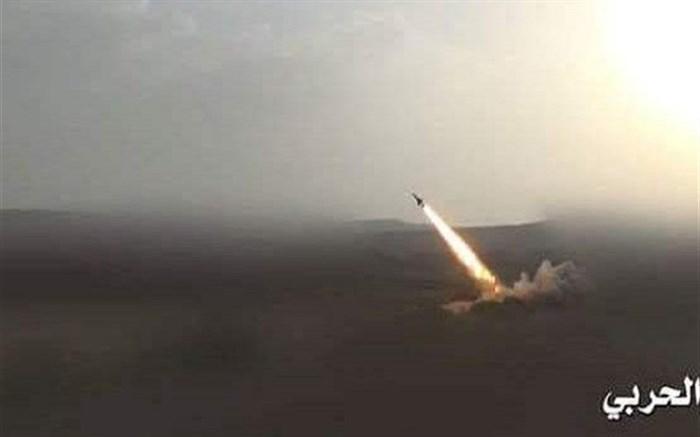 شلیک ۲ فروند موشک زلزال ارتش یمن به مواضع مزدوران عربستان