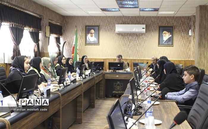 دیدار مدیرکل آموزش و پرورش فارس با نمایندگان دخترمجامع ، مجلس و شورای دانش آموزی فارس