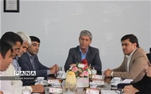 دیدار مربیان وسرپرستان تیم های ورزشی دانش آموزی اعزامی به مسابقات کشوری با مدیر آموزش پرورش دشستان