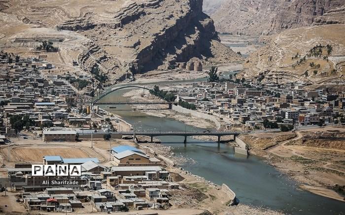 توزیع کالای اساسی بین سیل زدگان استان لرستان