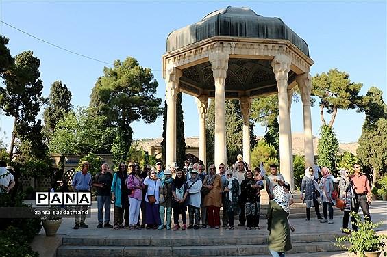 حضور گردشگران خارجی در اماکن گردشگری شیراز