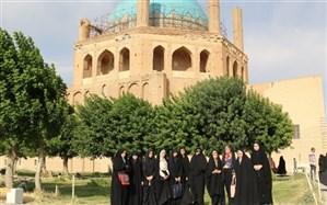 دانش آموزان دختر شرکت کننده در سی و هفتمین دوره مسابقات قرآنی از گنبد سلطانیه بازدید کردند