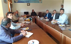 جلسه توجیهی کارگروه بررسی سند تحول بنیادین در سمیرم برگزار شد
