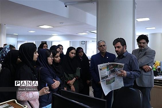 بازدید دانشآموزان دختر دورههای تابستانه سازمان دانشآموزی خراسان رضوی  از موسسه فرهنگی شهر آرا مشهد