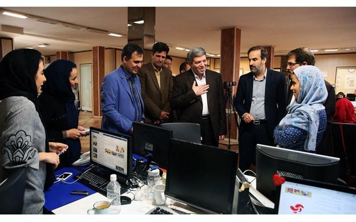 بازدید حسینی از روزنامه ایران