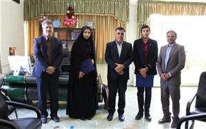 اهدای حکم مشاور مدیرکل آموزش و پرورش برای 2 نماینده مجلس دانش آموزی در استان سمنان