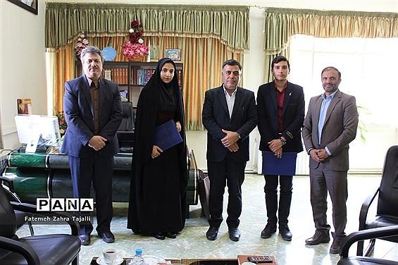 اهدای حکم مشاور مدیرکل آموزش و پرورش برای 2 نماینده مجلس دانشآموزی در استان سمنان