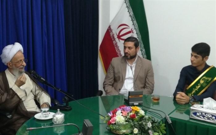 مصباح یزدی و دانش آموزان