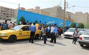 مدیرعامل سازمان حمل و نقل و ترافیک شهرداری تبریز: خودروهای سرویس در داخل مدارس توقف کنند