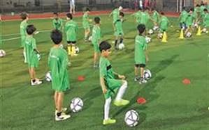 دانش آموزان دهلرانی    از مزایای سه کانون برون مدرسه ای فوتبال در این شهر بهره می برند