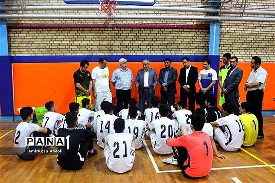 بازدید مدیرکل آموزش و پرورش استان آذربایجان شرقی از تمرینات تیم فوتسال دانشآموزان  اعزامی به تایلند