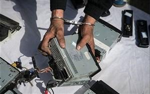 سارق حرفهای اقلام داخل خودرو در ارومیه دستگیر شد
