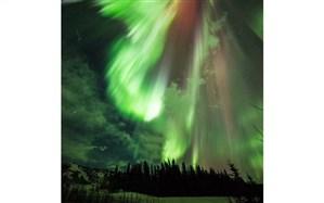 نتیجه برخورد ذرات باردار خورشید به اتمهای اتمسفر زمین + تصویر