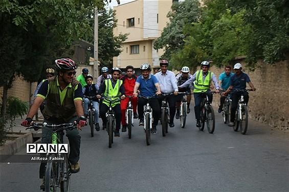 دوچرخه سواری خبرنگاران در شیراز