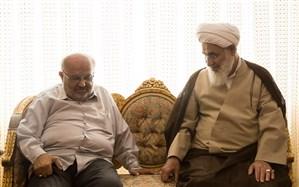 آیتالله عابدینی از آقای علیمحمدی، پیشکسوت عرصه مطبوعات قزوین عیادت کرد