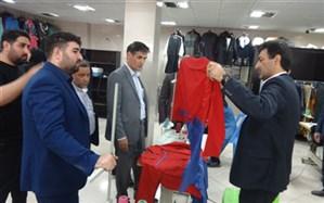 بازدید معاون فرماندارشهرستان پارس آباد از واحد های  تولیدی لباس فرم مدارس