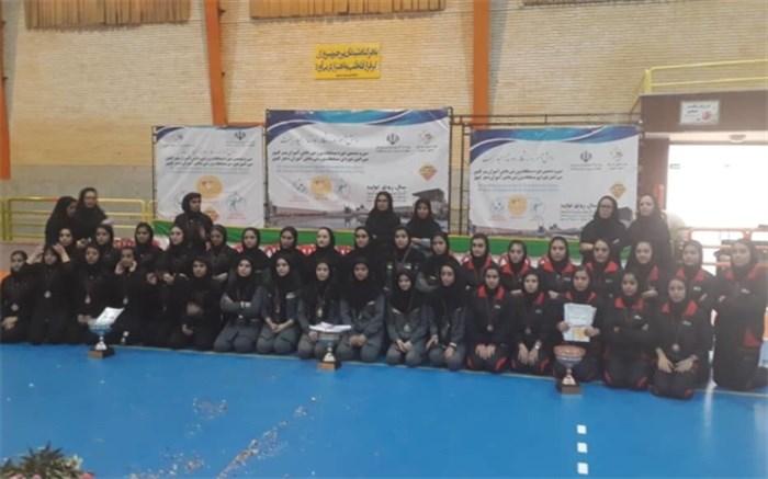 تیم دانشآموزان دختر استان قم قهرمانمسابقات هندبال دانشآموزان کشور شد