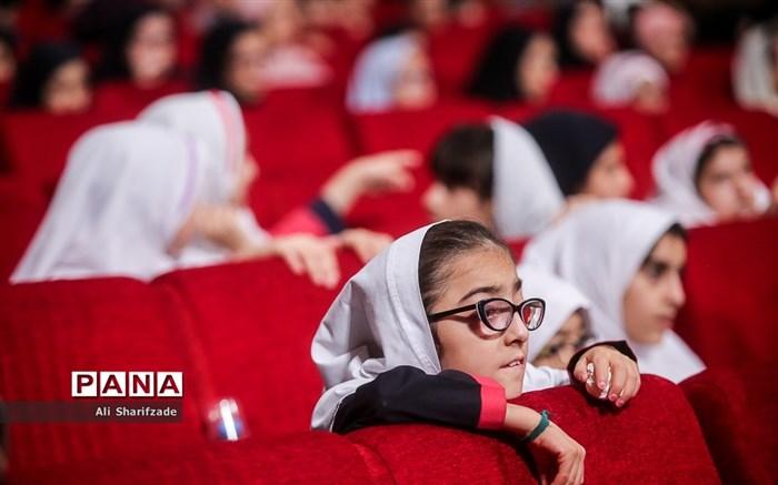 دیدار وزیر آموزش و پرورش با دانش آموزان و معلمان مدارس آسیب دیده شنوایی شهر تهران