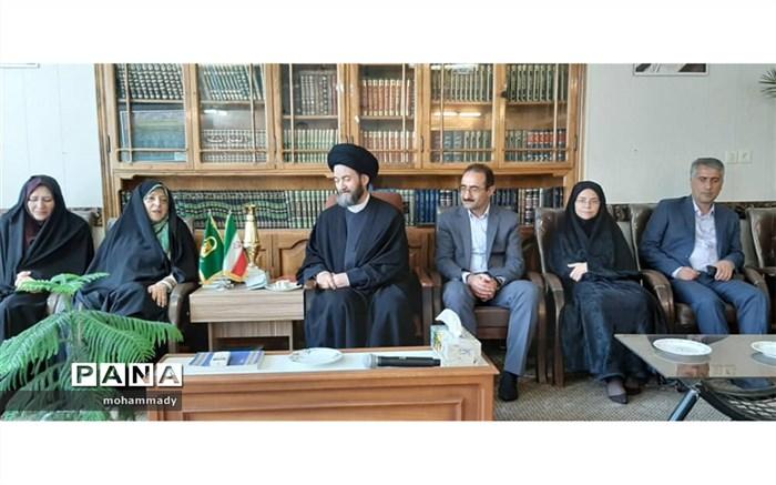 دیدار معاون امور زنان و خانواده رییس جمهور با امام جمعه اردبیل