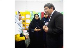 بازدید سرپرست آموزش و پرورش از غرفه پروژه های علمی دانش آموزان استان زنجان