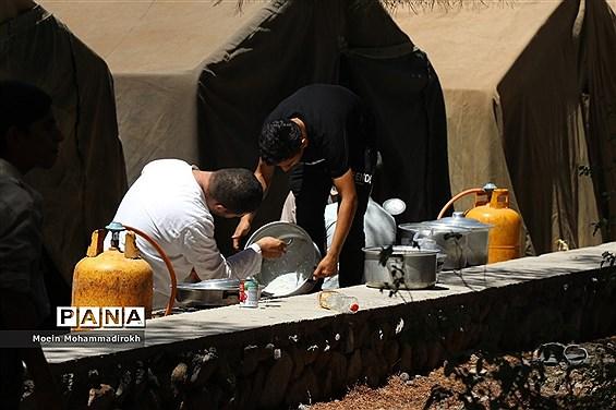 پخت و پز دانشآموزان پسر در نهمین دوره اردوی ملی پیشتازان کشور