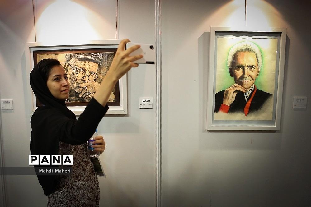 افتتاح نمایشگاه دستی تجسمی آثار دانشآموزان برگزیده مسابقات فرهنگی هنری