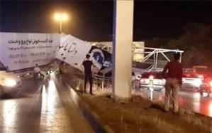 سقوط پل هوایی بر روی خودرو در جاده سنتو مشهد