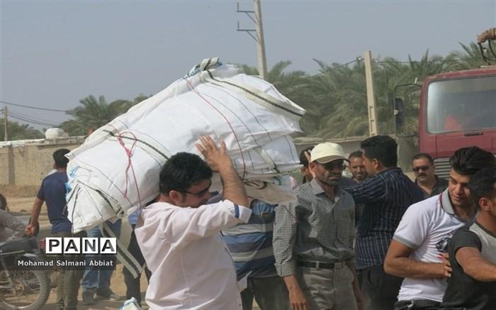 تلاش اهالی روستای ملیحان اهواز برای ترمیم سیل بند