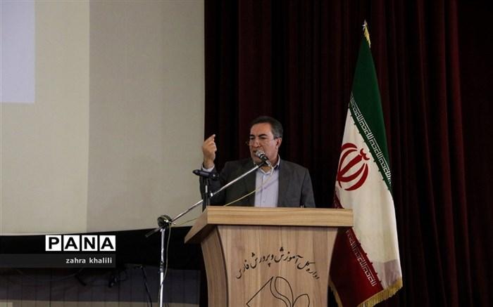 همایش تجلیل از رتبههای تک رقمی کنکور 98 و مدالآوران المپیاد استان فارس