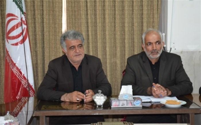 جلسه ای که با حضور مامورین نیروی انتظامی
