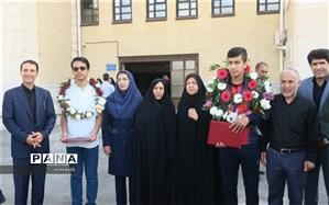 قائد امینی از دانش آموزان نام آور استان تجلیل کرد