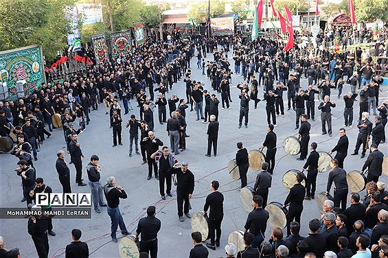 اجتماع عظیم مردم شهرستان آباده در هشتمین روز محرم و ابراز ارادت به حضرت عباس(ع)