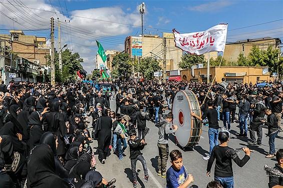 عزاداری خیابانی مردم ارومیه در عاشورای حسینی