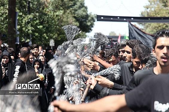 مراسم عزاداری روز عاشورا در مشهد مقدس