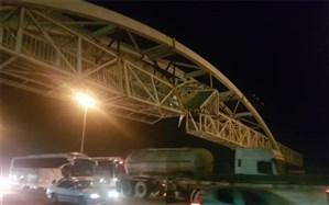 برخورد تریلر با پل عابرپیاده در بزرگراه قزوین - کرج